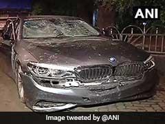BMW कार सवार ने पैदल यात्रियों को मारी टक्कर, पुलिस ने आधी रात को 4 किलोमीटर दौड़ाकर पकड़ा