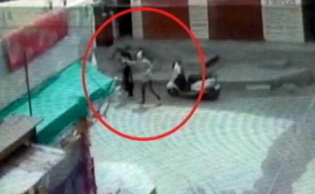 इंदौर: युवती के अमेरिका जाने से पहले लड़के ने मिलने के लिए बुलाया और दिनदहाड़े चेहरे पर फेंका केमिकल