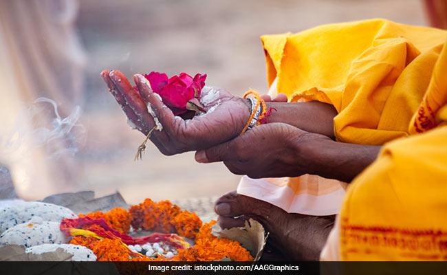 Mahalaya Amavasya 2018: महालया से दुर्गा पूजा की शुरुआत, जानिए सर्व पितृ अमावस्या के दिन श्राद्ध करने का शुभ मुहूर्त