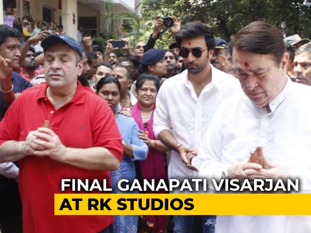 Video : Ranbir Kapoor And Family Bid Bappa Adieu, Perhaps For Last Time