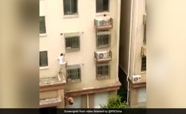 Two Men Scale Building In China To Rescue Child Trapped On Window. Watch