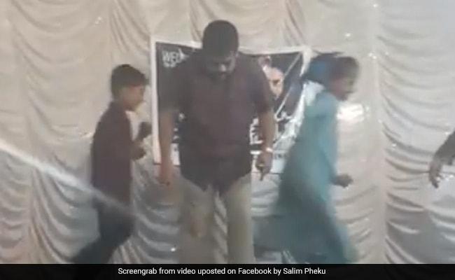 अंकल ने कुछ इस तरह किया 'Muqabla' गाने पर डांस, बच्चे भाग गए स्टेज से, देखें Viral Video