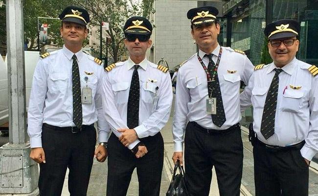 ईंधन की कमी, जीरो विजिबिलिटी और कई खराबी, बावजूद फ्लाइट को सही सलामत लैंड कराने में सफल रहे ये पायलट