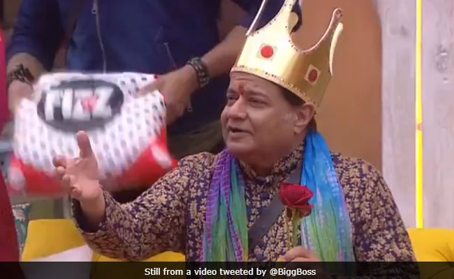 Bigg Boss 12, Day 4: Anup Jalota Sings Sunny Leone's Baby Doll For Roshmi And Kriti