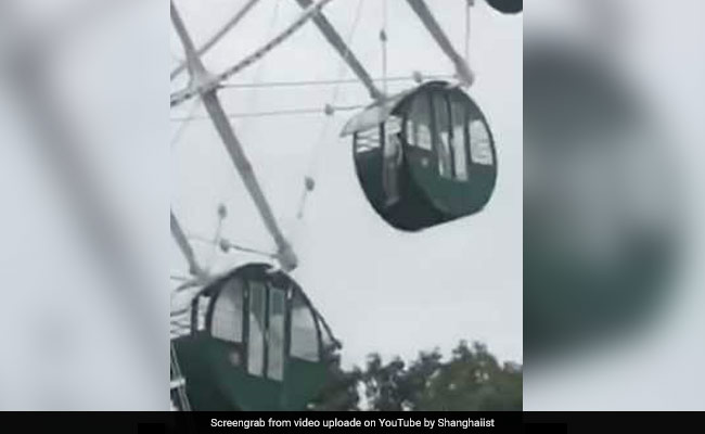 Heartstopping Moment Boy, 5, Dangles From Ferris Wheel In China