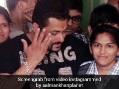 VIDEO: सलमान खान हुए इमोशनल, स्पेशल बच्चों के बीच रोक न पाए आंसू