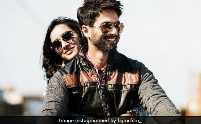 Batti Gul Meter Chalu Movie Review: Shahid Kapoor Tries His Best In
