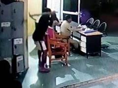 जब थाने में कुदाली से दो पुलिसवालों पर किया हमला, CCTV में कैद हुई पूरी घटना