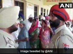 पंजाब: जिला परिषदों, पंचायत समितियों के चुनाव के लिए मतदान जारी, BJP-अकाली गठबंधन की कांग्रेस और AAP से कड़ी टक्कर