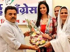 क्रिकेटर मो. शमी की बीवी हसीन जहां हुईं कांग्रेस में शामिल, लड़ सकतीं हैं चुनाव
