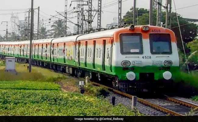यूपी में फिर डीरेल हुई ट्रेन, गोरखपुर में बाघ एक्सप्रेस के  4 डिब्बे पटरी से उतरे
