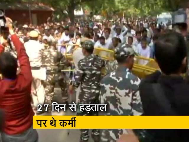 Videos : पूर्वी दिल्ली नगर निगम के सफाईकर्मियों की हड़ताल खत्म
