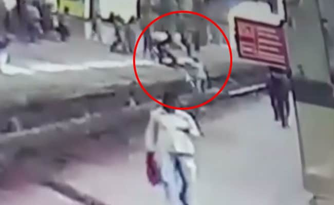 Cop Saves Girl On Railway Track Near Mumbai, Just In Time