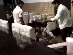 मेरठ : महिला के साथ रेस्टोरेंट में खाना खाने पहुंचे दारोगा की बीजेपी पार्षद ने की पिटाई, वीडियो वायरल