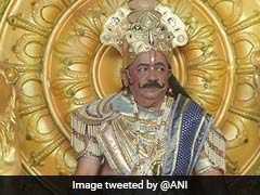 VIDEO: लंबी मूंछें और राजशाही लिबास, राजा जनक के किरदार में सिंहासन पर बैठे कुछ ऐसे नजर आए केंद्रीय मंत्री हर्षवर्धन