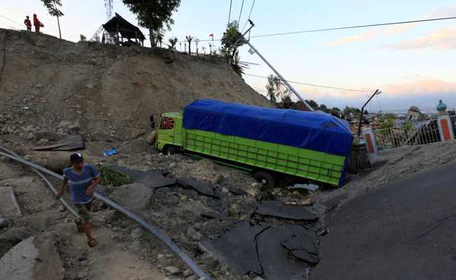 Desperate Indonesians Flee Quake Zone, Scale Of Disaster Unclear
