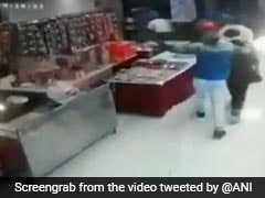 VIDEO: लूट में नाकाम होने के बाद गुरुग्राम के एक मिठाई की दुकान में फायरिंग, CCTV में कैद हुई वारदात