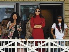 वर्ल्डकप-2019 के लिए टीम इंडिया की मांग-बीवियों का साथ, ट्रेन में यात्रा, जिम और केले....