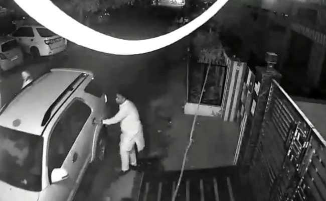 अमृतसर ट्रेन हादसा: CCTV में देखें कैसे हादसे के बाद फरार हुआ रावण दहन का आयोजक सौरभ मदान