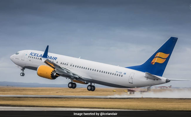 Icelandair plane makes emergency landing in Bagotville due to cracked window