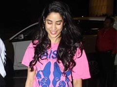 Get Janhvi Kapoor's Cool Airport Look