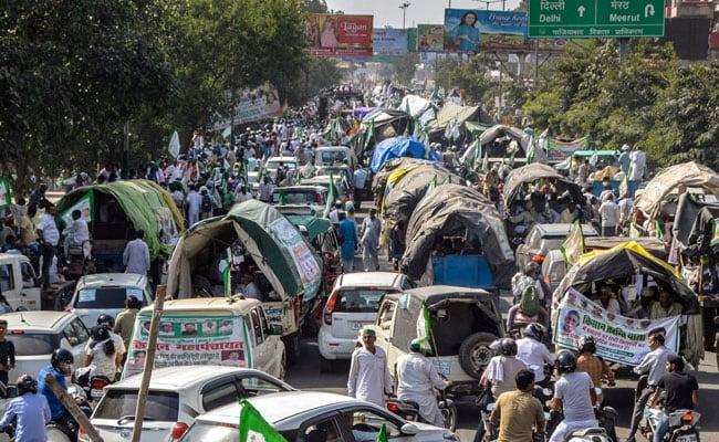 दिल्ली में किसानों का आंदोलन खत्म, लौट रहे घर, NH-24 पर दोनों तरफ वाहनों की आवाजाही शुरू