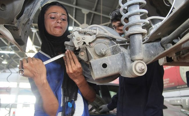 In Patriarchal Pakistan, This Woman Car Mechanic Is Driving Change