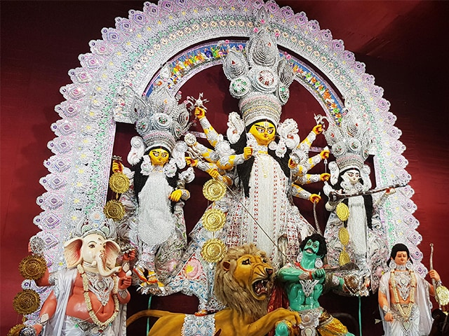 ममता बनर्जी के दुर्गा पूजा समितियों को फंड देने के फैसले पर रोक लगाने से SC का इनकार, पर नोटिस किया जारी