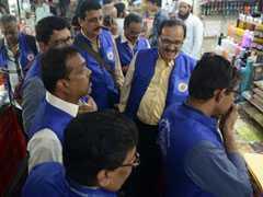 """Blue Squad"" Takes On Plastic Ban Violators In Mumbai"