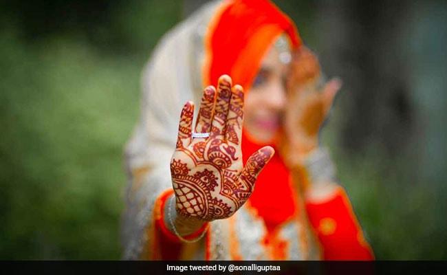 Karva Chauth 2018: आपने भी रखा है करवा चौथ का व्रत तो यहां देखें पूरी व्रत कथा
