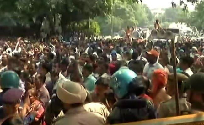 दिल्ली : अस्थायी कर्मियों को नियमित किया जाएगा, सफाई कर्मचारियों की हड़ताल खत्म