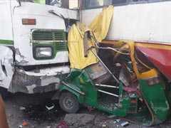 तेज रफ्तार बस की टक्कर के बाद कई वाहन भिड़े, डीटीसी के दो कंडक्टरों की मौत