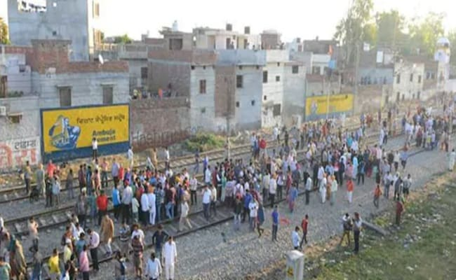 Speeding train kills 60 worshippers at Hindu festival of Dussehra