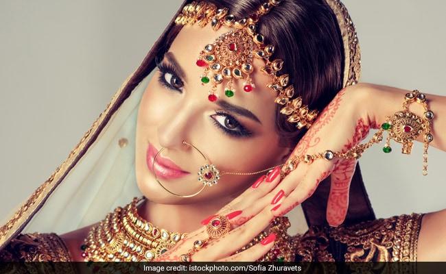 करवा चौथ पर इन 16 शृंगार से सजती हैं शादीशुदा महिलाएं, नाम के साथ जानिए महत्व