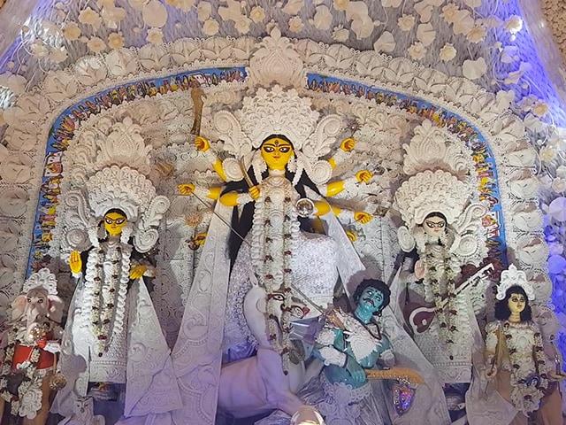 Durga Puja 2018: दुर्गा पूजा शुरू, जानिए पंडाल, धुनुची डांस और सिंदूर खेला के बारे में सब कुछ