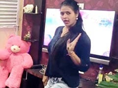 चांदनी सिंह ने 'बंगलिया बेबी' पर बरपाया कहर, सोफे पर चढ़ यूं लगाए ठुमके- Video हुआ वायरल