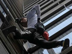"French ""Spiderman"" Climbs 230-Metre Tall London Building Without Ropes"