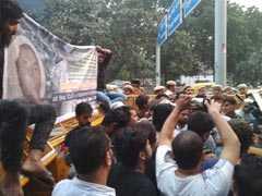 मदरसा के छात्र की हत्या के मामले को लेकर विरोध प्रदर्शन