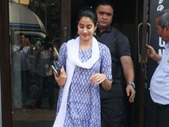 How To Give A Blue Touch To Your Desi Looks, Featuring Janhvi Kapoor