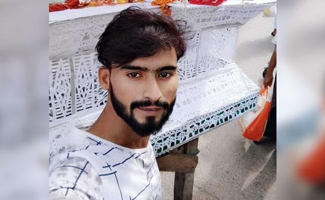 दिल्ली : दिन दहाड़े 21 वर्षीय शख्स की पड़ोसी लड़कों ने की चाकू मारकर हत्या