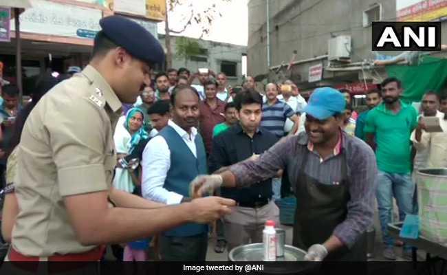 उत्तर भारतीयों का पलायन रोकने और सुरक्षा का विश्वास दिलाने के लिए गुजरात पुलिस ने अपनाया 'पानी-पूरी' प्लान