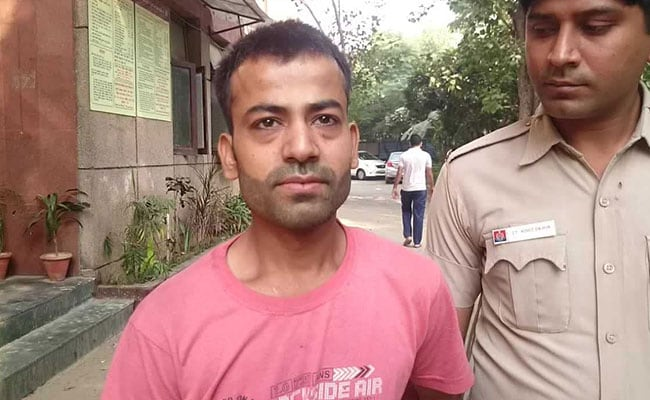 In delhi men 2 men