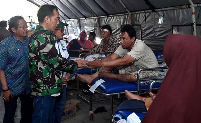 Indonesia President Makes Second Visit To City Hit By Earthquake, Tsunami