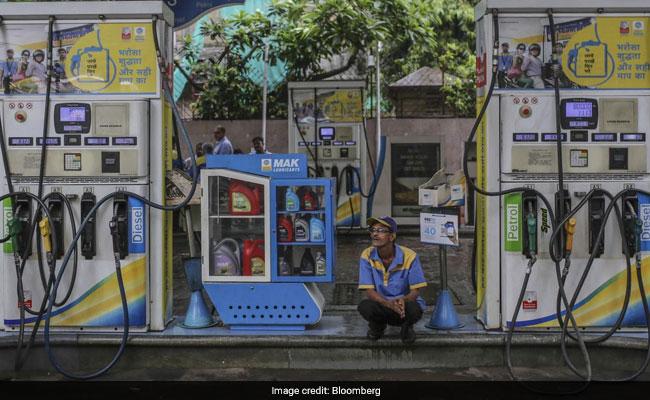 Petrol Diesel Price: कच्चे तेल में नरमी से लगातार पांचवें दिन घटे पेट्रोल, डीजल के दाम