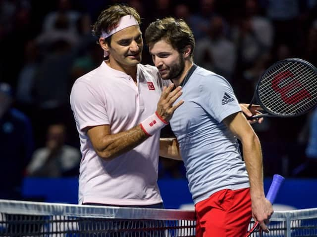 Struggling Roger Federer Squeezes Into Swiss Indoors Semi-Finals