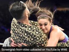 WWE में महिलाओं से पिटा ये भारतीय रेसलर, पिटते हुए मांगता रहा माफी, देखें VIDEO