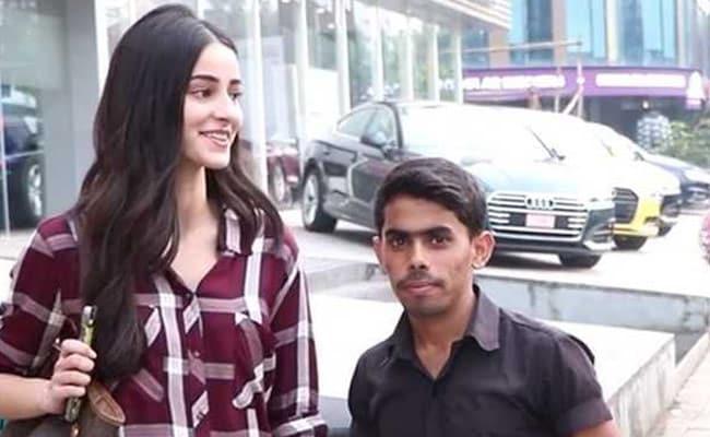 Video: चंकी पांडेय की बिटिया को मिला अनोखा फैन, अनन्या पांडेय से बोला- मैं भी पांडेय हूं...और फिर