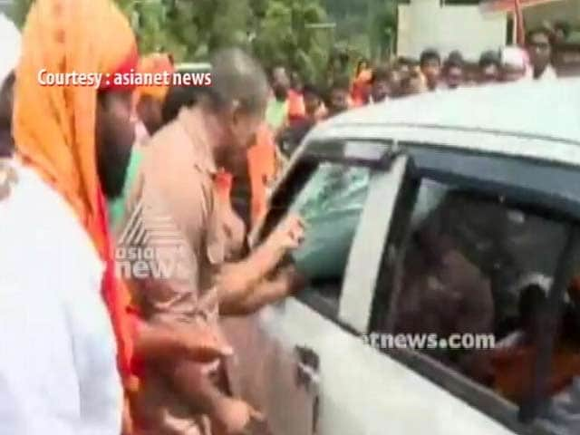 Video : Two Journalists Covering Sabarimala Protests Attacked, Car Smashed