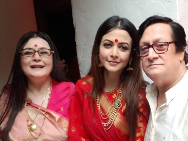 Video : মহাষ্টমীতে কোয়েল মল্লিক ও সস্ত্রীক রঞ্জিত মল্লিকের সঙ্গে ফেসবুক লাইভ