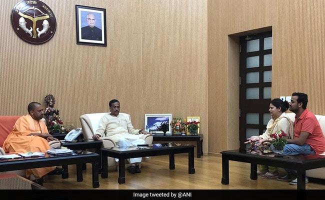 CM योगी से मिलीं विवेक की पत्नी,  कल्पना तिवारी ने कहा- मुझे योगी सरकार पर भरोसा है